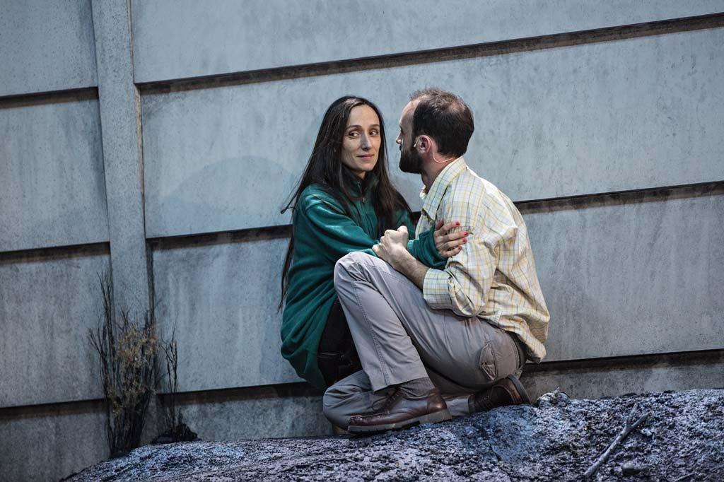 """Audrey Bonnet et Guillaume Ravoire dans """"Le Pays lointain"""" de Jean-Luc Lagarce mis en scène par Clément Hervieu-Léger (septembre 2017)"""